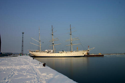 winterliche Impression der Gorch Fock (I)